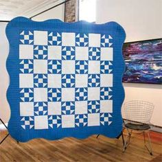 Shoo Fly Gets a Second Chance: Classic Two-Color Bed Quilt Pattern with Scalloped Border