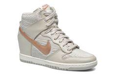 Nike Sneaker Dunk sky high 3 von 4 ansichten