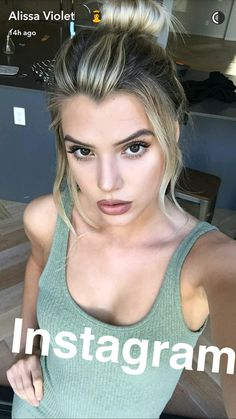 Beauty Makeup, Hair Makeup, Hair Beauty, Allisa Violet, Body Curves, Cute Crop Tops, Hair Color Balayage, Grow Out, Celebrity Hairstyles