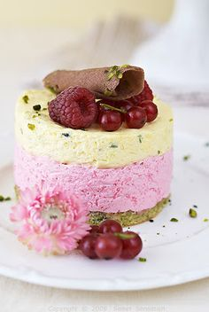 Sweet Sensation: Tortice s pistacijama, limunom i bobičastim voćem / Pistachio, Lemon and Berry Cakes