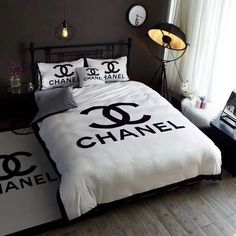 Awesome Deco Chambre Chanel that you must know, You?re in good company if you?re looking for Deco Chambre Chanel Chanel Bedding, Chanel Bedroom, Luxury Bedding, Bedroom Sets, Girls Bedroom, Bedding Sets, Teen Room Decor, Bedroom Decor, My Room