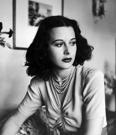 hedy lamarr 1938. (i love her hair!)