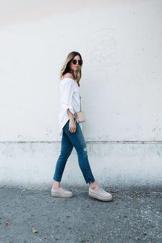 ALC bag, AYR Jeans, White Aritizia Shirt |www.TakeAim.nu