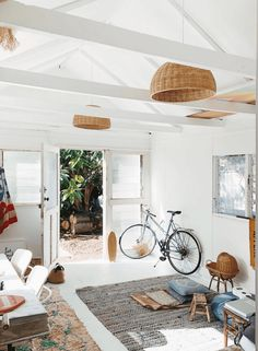 Get the look: Vintage Modern Surf Shack.Get the look: Vintage Modern Surf Shack. SurfHouseDecor decor homedecor modern Shack Get the look: The California Surf Shack casually coolGet the Look: The Surf Shack, Beach Shack, Surf House, Surf Decor, Surf Style Decor, Beach Cottage Style, Beach Cottage Decor, Surf Style Home, Coastal Decor