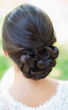 Wedding hair, soft tousled bun, romantic and soft. Re-pin if you like. Via Inweddingdress.com #hairstyles