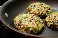 Healthy Weight Loss Meal- homemade veggie burgers made with black beans Burger Recipes, Vegetarian Recipes, Cooking Recipes, Vegetarian Burgers, Vegetarian Lifestyle, Copycat Recipes, Great Recipes, Favorite Recipes, Yummy Recipes