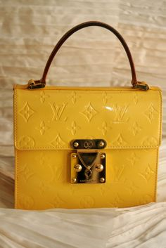 "MINI CARTELLA ""SPRING STREET"" LOUIS VUITTON IN MONOGRAM VERNÍS SOLEIL."