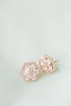 flower stud earrings for brides http://www.trendybride.net/wedding-earrings/