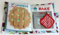 The Quiet Book Blog fazendo torta