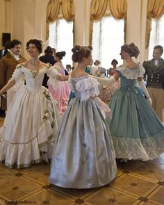 Gorgeousness  #historical #costume #dancing