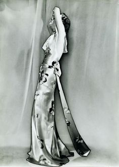 Elsa Schiaparelli dress captured by Man Ray using solarisation, 1935.