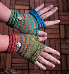 Crochet Patterns Gloves … Coziness fingerless Mitts from Doreen Laffrenzen's Ravelry Store Loom Knitting, Knitting Socks, Hand Knitting, Knitting Patterns, Crochet Patterns, Fingerless Gloves Knitted, Knit Mittens, Knitted Hats, Crochet Gloves Pattern