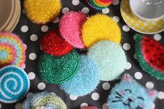 Maillalenvers: Tawashi : le retour ! Creative Bubble, Dyi, Crochet Classes, Crochet Diy, Rico Design, Textiles, Knitting Yarn, Mousse, Diy And Crafts