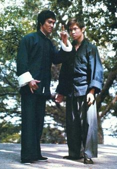 Dedicated To Bruce Lee Bruce Lee Collection, Bruce Lee Pictures, Bruce Lee Martial Arts, Kung Fu Movies, Bruce Lee Quotes, Jeet Kune Do, Ju Jitsu, Enter The Dragon, Martial Artists