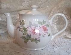 Lovely pink floral vintage large 6 cup teapot