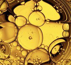 Spliss & Frizz bekämpft man effektiv mit Feuchtigkeit, wie natürliche Öle. Diese unterschätzte Öle sorgen für eine glänzende und gesunde Mähne.