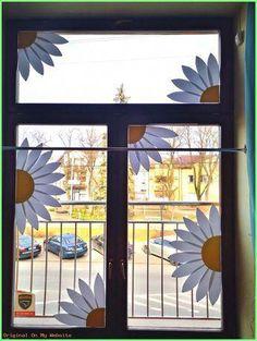 dekoracje wiosenne okna kwiaty przedszkole Easy Flower Crafts That Anyone Can Classroom Window Decorations, School Decorations, Classroom Decor, Flower Decorations, Spring Decorations, Decoration Creche, Flower Nursery, Window Art, Kirigami