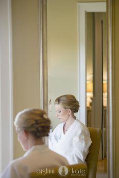 Bride getting ready  |  Aislinn Kate  |  Wedding photos  I  Pensacola Wedding Photographer