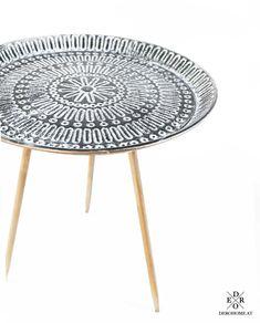 """Beistelltisch """"Sandro"""" im Vintage Design aus Metall gefertigt. Platzieren Sie den Tisch neben der Couch um Ihre Getränke oder Snacks abzustellen, oder setzen Sie den dekorativen Tisch ein, um nette Deko Objekte darauf zu platzieren. Das ausgefallene Design und die Vintage Optik machen dieses Möbelstück zu einen wahren Highlight in Ihrem Zuhause. Teak, Home Living, Couch, Snacks, Vintage, Furniture, Home Decor, Objects, Stools"""