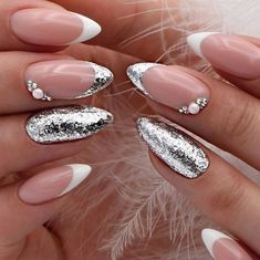 68 Trendy Nail Art Designs to Inspire Your Winter Mood winter nails; red and gold nail art designs. Red And Gold Nails, Gold Nail Art, Red Nails, Red Gold, Gold Art, Classy Nails, Cute Nails, Acrylic Nail Designs, Nail Art Designs