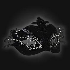 Masque décoré avec des strass / Masquerade ball - masks for guests #whbm #feelbeautiful