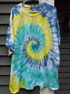 Tie Dye Shirt w Blue and Green TieDye Spiral Plus Size Tie Dye T-shirt Big and Tall Mens Tie D atar camisas de tinte Tie Dye Shirts, Dye T Shirt, T Shirt Diy, Blue And Green, Blue Yellow, Tie Dye Crafts, Spiral Tie Dye, Tie Dye Colors, How To Tie Dye