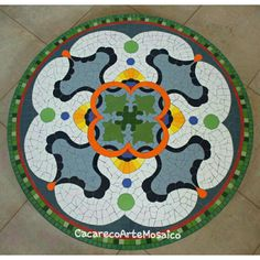 Mesa em mosaico . Azulejos e pastilhas de vidro. 1,20m