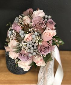 Beach Wedding Flowers, Bridal Flowers, Flower Bouquet Wedding, Wedding Colors, Plan Your Wedding, Wedding Planning, Dream Wedding, Wedding Centerpieces, Wedding Decorations