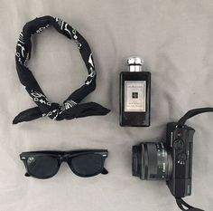 Black everything. Primark bandana// jo malone cologne// ray bans// canon EOS M10