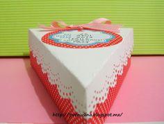 Una rebanada de pastel para celebrar un cumpleaños.
