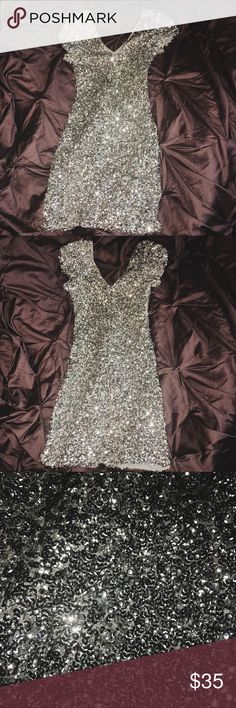 Silver sparkle Sequin dress Only worn once, this dress is very beautiful! It deserves to be worn more often! Can fit sizes XS, S, and M Dresses Mini
