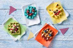 Deze leuke gekleurde kidswafels, bak je samen met je kinderen of bij een feestje. Bijna te leuk om op te eten! - Recept - Allerhande Sugar, Cookies, Desserts, Kids, Om, Seeds, Biscuits, Children, Boys