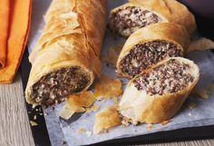 Fleisch-Kraut-Strudel mit Käsesauce
