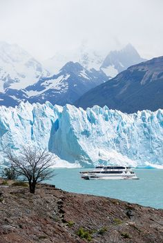 Know about the wonders of Argentina; The Los Glaciares National Park in Argentina. Place to visit Mount Fitz Roy, Cerro Torre, El Chalten, Glaciar Perito Moreno and more. Places Around The World, Travel Around The World, Around The Worlds, Places To Travel, Places To See, Winter Destinations, Wonders Of The World, The Good Place, Beautiful Places