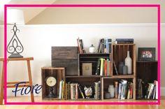 Cada rincón de la casa puede ser aprovechado para crear estantes muy modernos. Crea divertidos libreros para las áreas comunes. Inspiración: http://culturacolectiva.com/