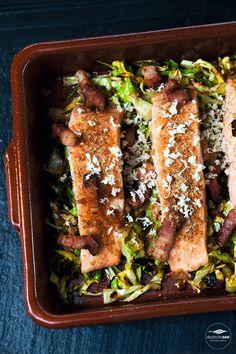 Lachs im Ofen mit Spitzkohl und Speck