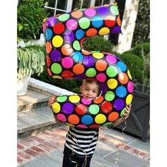 Reese Witherspoon and Jim Toth\'s son Tennessee celebrated his fifth birthday with a balloon bigger than him! The Home Again actress shared the adorable photo on Instagram with the caption: \