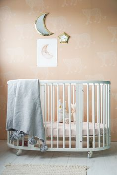 Check our the magical kidsroom of with a touch of Pink Panther on the wall. So light and clean. A fresh room for a little one. Wallpaper: Pink Panther, Creative Lab Amsterdam 📸 thank you for the great picture Creative Labs, Pink Panthers, Cute Little Things, Kidsroom, Great Pictures, Home Design, Baby Room, Cribs, Baby Kids