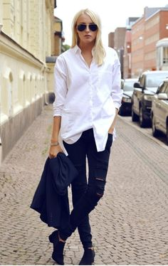 The Perfect White Shirt fuses exquisite craftsmanship with femininity, impeccable cuts with comfort, shirt perfection for women. Simply choose your Perfect White Shirt. Style Désinvolte Chic, Look Chic, Style Me, Look Fashion, Autumn Fashion, Fashion Outfits, Fashion Basics, Street Style, Street Chic