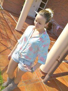 Flowers in my shirt, flowers in my head <3  http://ohmystilo.blogspot.com