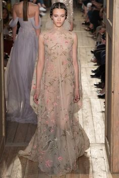 Valentino   Fall 2016 Couture Collection   Vogue Runway
