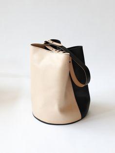 Creatures of Comfort Large Bicolor Bucket Bag - Natural/Black