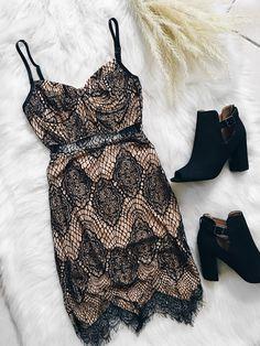 London Eyelash Lace Dress (Black)