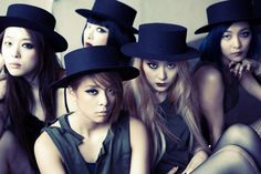 Fx Red Light- the makeup look is very interesting. and i love Krystals outfit with the hat, it suits the theme best Kpop Girl Groups, Korean Girl Groups, Kpop Girls, 2ne1, Btob, Fx Red Light, Hyun Suk, Victoria Song, Choi Jin