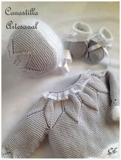 The bonnet has 6 leaves, the sweater yoke has 10 leaves ~ CANASTILLA ARTESANAL: Modelo 38 en gris