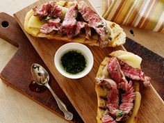Mini Open Faced Steak Sandwiches on Garlic Bread with Aged Provolone and Parsley Oil recipe from Bobby Flay via Food Network.This is my new favorite way to eat steak. I don't care to eat steak much, but LOVE this recipe. Barbecue Recipes, Beef Recipes, Cooking Recipes, Crowd Recipes, Recipies, Grill Recipes, Healthy Recipes, Wrap Sandwiches, Steak Sandwiches
