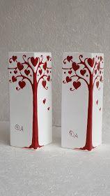 La base del vaso misura cm L'altezza è di cm 28 Cement Flower Pots, Flower Vases, Bottle Art, Vases Decor, Clay Crafts, Amazing Art, Decorative Plates, Candle Holders, Valentines