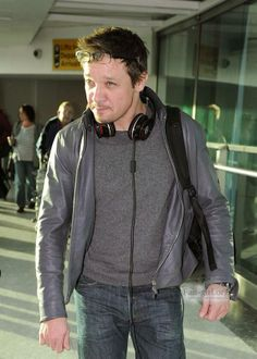 Jeremy Renner arrives at Heathrow Airport, London Feb 3, 2014 pic 2