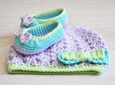 Bonnet bébé  et chaussures crochetés en coton