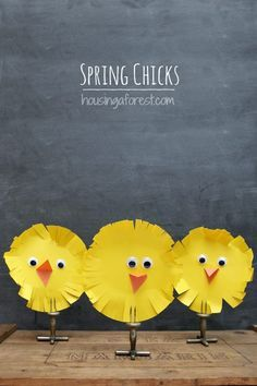 Simple Easter Chicks ~ an easy Easter craft for kids. Are you looking for some simple Easter Crafts for Kids inspiration? I love creating with my kids. Especially when the crafts are as simple as these little Easter Chicks. Spring Art, Spring Crafts, Holiday Crafts, Holiday Fun, Easter Art, Easter Projects, Easter Crafts For Kids, Bunny Crafts, Easter Decor
